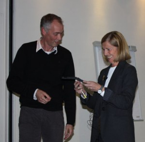 Pascale Cossart receives the 2011 van Deenen Medal from Prof. Helms, the Director of the IB.